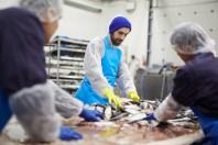 usine_poisson_travailleurs