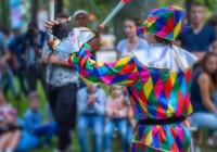 Yakov-AdobeStock-spectacle-rue-jongleur-UNE