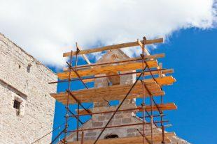 eglise-chantier-restauration-patrimoine-dvoevnore -AdobeStock