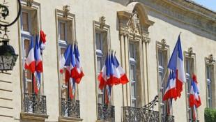 Façade_drapeaux_français