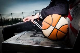 sport-banlieue-jeune-equipement-sportif-basket-ballon