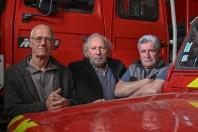 De gauche à droite : Thierry Méalonier, ancien chef de centre des pompiers, Dominique Genin, le maire, et Jacky Tardy, ancien pompier volontaire, mobilisés contre la fermeture de la caserne.