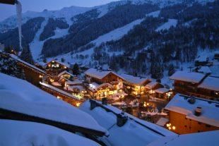 station-ski-montagne-chalets-neige