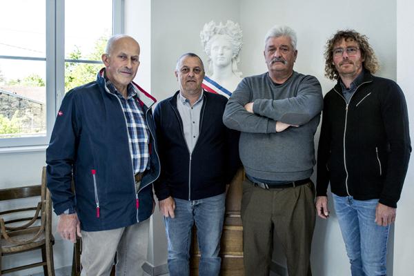 Guy Larocherie, maire de Barges, Yvain Dargent, maire de Cemboing, Yves Mussot, délégué du RPI, conseiller municipal de Cemboing, Sylvain Barthelemy, maire de Raincourt (de gauche à droite).