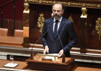 Confinement : Edouard Philippe muscle son dispositif