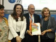 De gauche à droite : Isabelle Chatry (OCDE), Lamia Kamal-Chaoui (OCDE), Angel Gurria (OCDE), Emilia Saiz (CGLU)