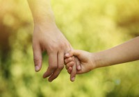 protection-enfance-enfant-adulte-social-main