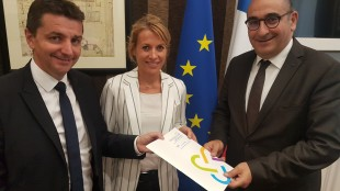 Gaël Perdriau, co-président de la commission sécurité de France urbaine, et Nathalie Koenders, première adjointe au maire de Dijon, ont remis leur contribution à Laurent Nunez.