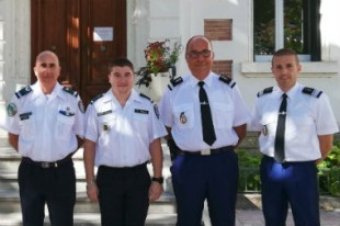 De g à d : Jacques Armesto, président de la FNGCF, William Ponsart, garde-champêtre de Cessenon-sur-Orb, lieutenant Tissier de la gendarmerie de Murviel-lès-Béziers,  commandant de compagnie Mimouni de la gendarmerie de Béziers .