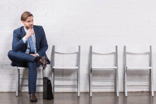 Un candidat attend pour son entretien d'embauche