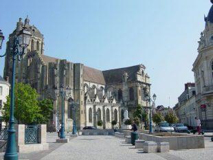 La ville de Dreux recrute dans le secteur de la petite enfance et de l'aide à domicile