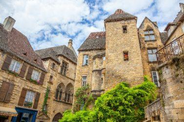 patrimoine-village-Pierre Violet-AdobeStock - UNE