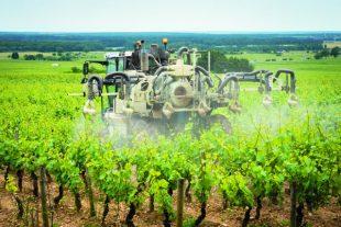 traitement chimique dans les vignes
