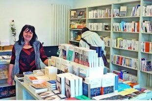 Pari réussi à Bonneville, en Haute-Savoie, où Sophie Wilhelm a pu ouvrir sa libraire Lettres libres en 2018, bénéficiant d'un loyer peu élevé.