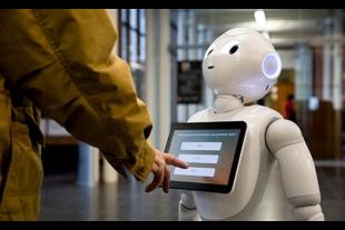 Le robot d'accueil Pepper utilisé au Smithsonian Institute à Washington, DC.