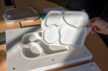 Photo 1 - Limoges teste dans 13 crèches municipales des plateaux repas en porcelaine allégée ©Ville de Limoges-Thierry Laporte