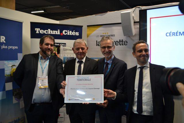 Les représentants de Territoire Energie Mayenne avec Jean-Pierre Cuisson, DGST du Grand Belfort.
