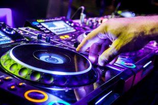 musique-maxoidos-AdobeStock-UNE
