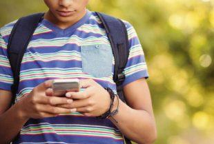 smartphone-jeune-passculture-vectorfusionart - AdobeStock-UNE
