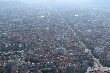 Qualité de l'air : malgré des progrès, les dépassements de normes subsistent
