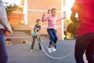 Le gouvernement annonce un plan pour faire bouger les écoliers