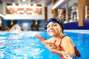 Piscine nageur enfant