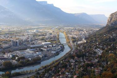 Vue de la Presqu'île et de l'Isère depuis la Bastille à Grenoble.