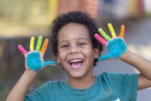 EAC-enfant-peinture