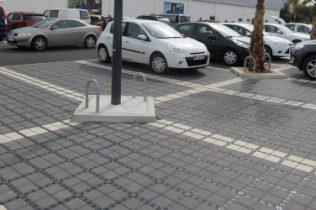Le réaménagement d'un parking à Port-Leucate a permis d'intégrer un système d'infiltration au sol des eaux pluviales.