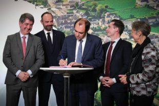 Signature des deux premiers protocole d'accord entre l'Etat et les régions Centre Val de Loire et Grand Est, le 20 février 2020 à Girancourt.