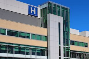 Hôpitaux : discrètement, les fermetures de services se poursuivent