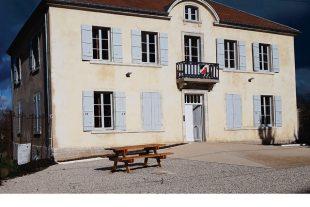 A Bucey-lès-Gy, l'ancien presbytère abritant aujourd'hui la mairie a été réhabilité à l'intérieur. Il atteint presque le label « BBC rénovation ».