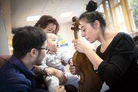 Dans le cadre de la politique culturelle Hisse et Oh ! l'artiste Lorhanne DA CUNHA circassienne et musicienne est intervenue au centre de Protection Maternelle et Infantile (PMI) Les Marnaudes a Rosny-sous-Bois.