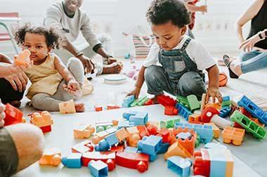 Petite enfance : 10 milliards d'euros réclamés pour un «électro-choc»