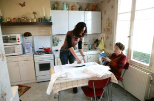 Aide à domicile : les augmentations de salaires du secteur associatif validées