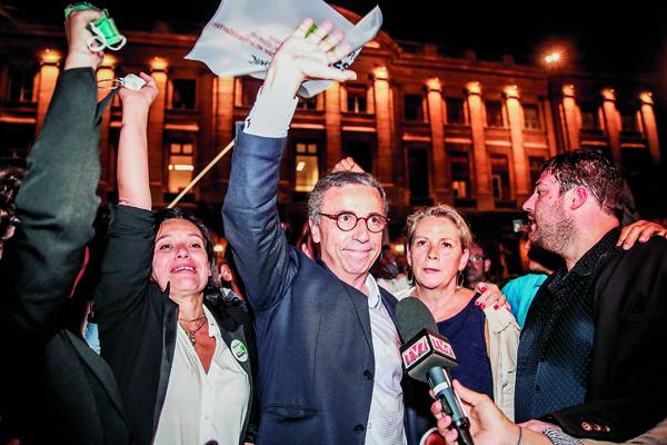 A Bordeaux, Pierre Hurmic (EELV) a fermé la page « Juppé » (LR), aux rênes de la mairie pendant vingt-deux ans.