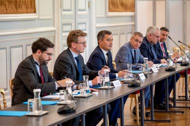 Darmanin rencontre organisations syndicales pompiers