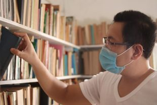 airdone-bibliotheque-public-masque-AdobeStock