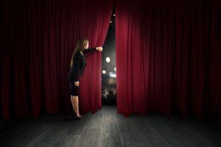 spectacle-scene-rideau-alphaspirit-AdobeStock