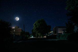 couvrefeu-nuit-rue-zef art-AdobeStock_289821273