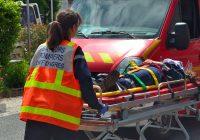 Victime prise en charge par un pompier