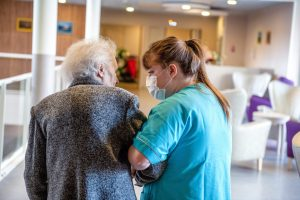 Pour assurer le fonctionnement de ses EHPAD, la Ville de Nantes recrute en continu des aides-soignants