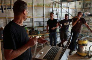 Photo 2 - Les espaces conseil FAIRE organisent des formations, réunions, visites chantiers  pour les pros.