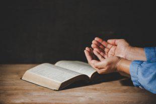 Spiritualité_bible_mains_