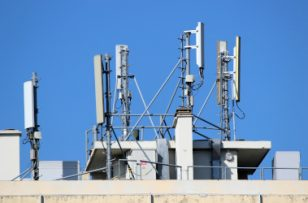 Fiscalité locale : le gouvernement envisage une réforme de la taxe sur les antennes mobile
