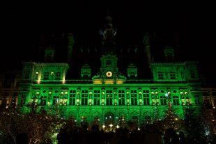 L'Hôtel de ville de Paris a été illuminé de vert pour célébrer les 5 ans de l'Accord de Paris sur le climat.