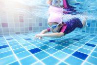 Natation piscine enfant