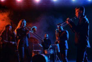 concert-musique-Voloshyn Roman-AdobeStock_207929981