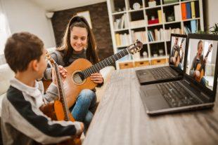 cours-musique-ligne-Mediteraneo-AdobeStock_364590612