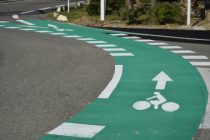 Port-Leucate, Aude, pistes cyclables sur rond-point.